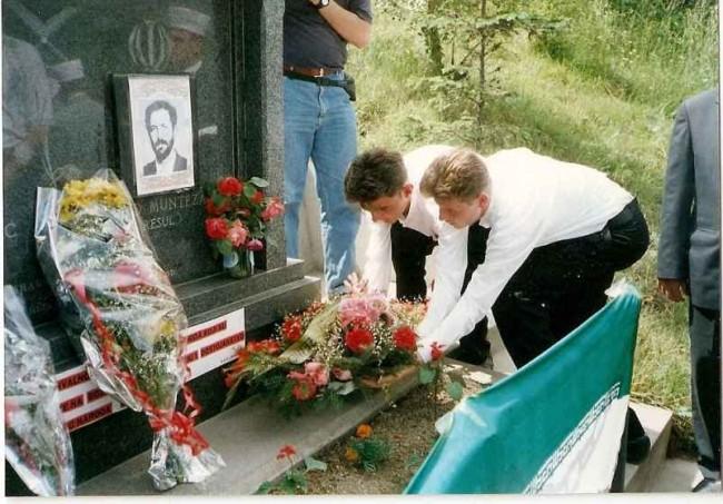 اداي احترام مردم بوسني به يادبود شهيد رسول حيدري